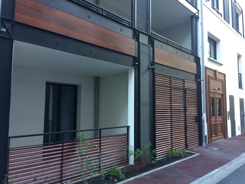 Porte d'entrée avec bardage bois Songe d'une ville d'été