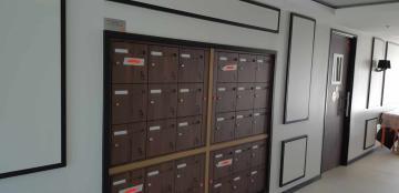 Boîtes aux lettres hall